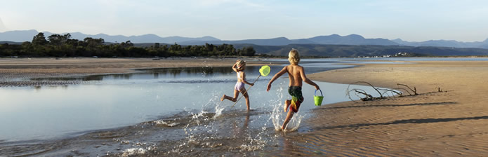 kids-running-in-lagoon