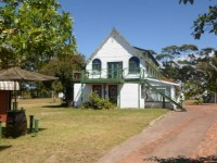 Moonsong Accommodation & Backpackers