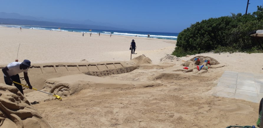 Lookout Beach sand art project by Philemon to aid crime prevention