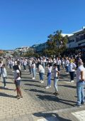 Hundreds take part in Plett Jerusalema flash mob