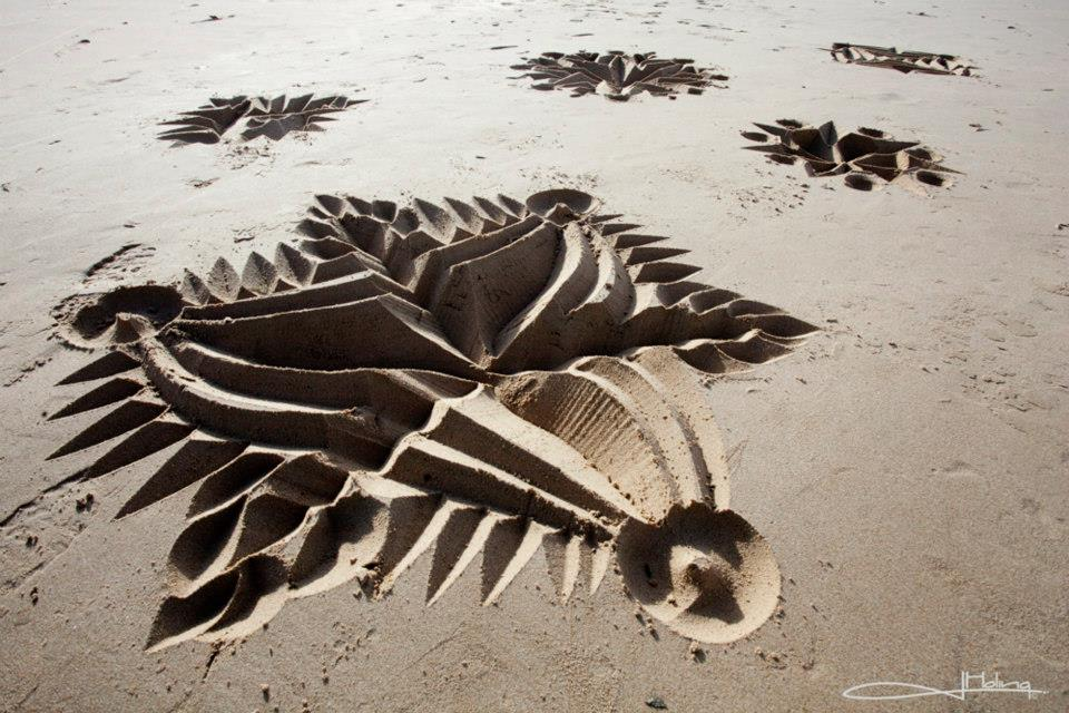 Land Art Beach Calligraphy Photo: Jade Holing